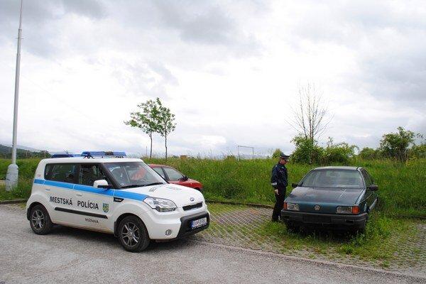 Policajti si viac všímajú, kde parkujú autá.
