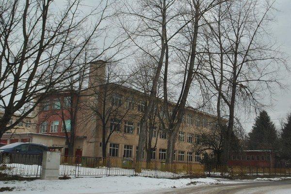 ZŠ Zlatá. Polstoročná budova už doslúžila, potrebuje nutnú rekonštrukciu.