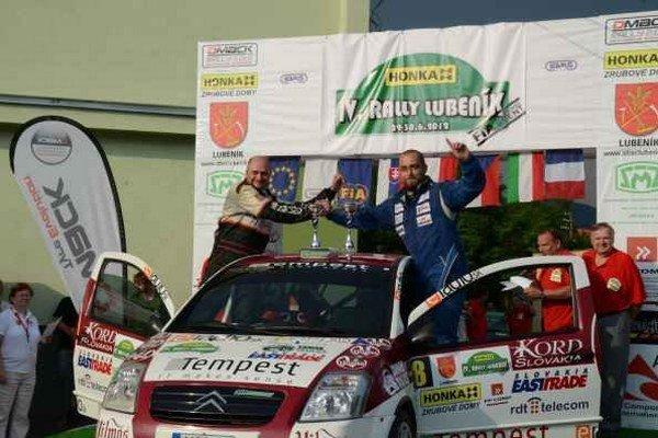 Obhajcovia. Pavol Kušnier (vľavo) už niekoľko sezón naviguje P. Nagya. V aktuálnej sezóne obhajujú prvenstvo v triede 6.