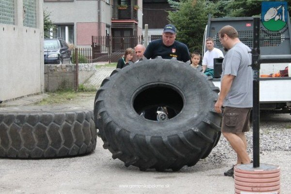 Siláci. V trojboji to skúšali aj s pneumatikami.