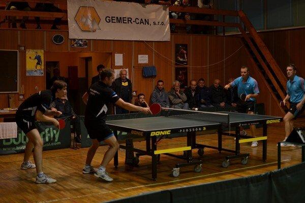 Štvorhra. Dôležitým krokom k bodom bude určite víťazstvo v štvorhre. Foto zo zápasu s Galantou, hráči Geológa M. Gumáň a G. Gallo sú vľavo.