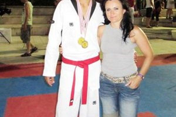 Adrián Angyal spolu s trénerkou Norou Kiššovou.