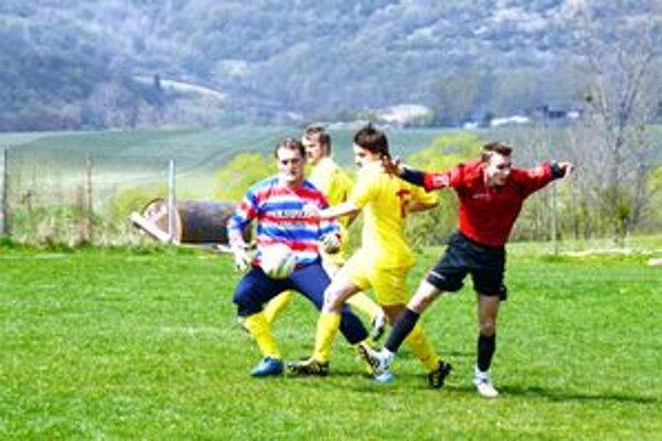 Brankár v útoku. Brankár Rudnej R. Szöllös sa presunul do útoku. Vyrobil a aj premenil penaltu.