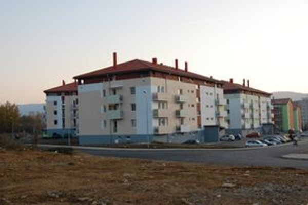 Bytovky sú postavené. V týchto dňoch sa do nich sťahujú prví nájomníci.