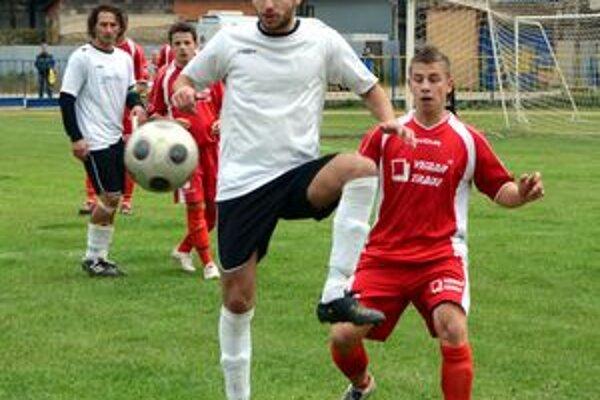 Česť rožňavských futbalistov zachraňoval siedmimi gólmi F. Pollák.