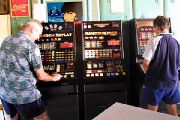 Poslanci rozhodnú o osude hracích automatov.