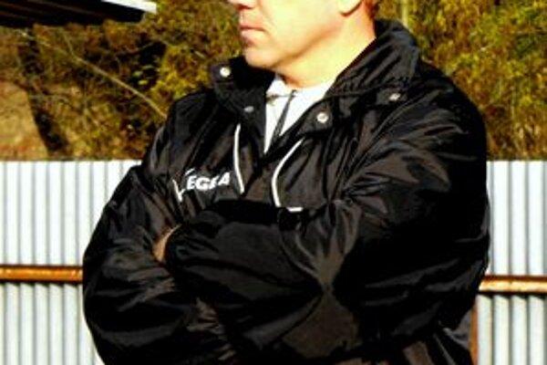 Tréner futbalistov Gemerskej Polomy Marián Ferenc.