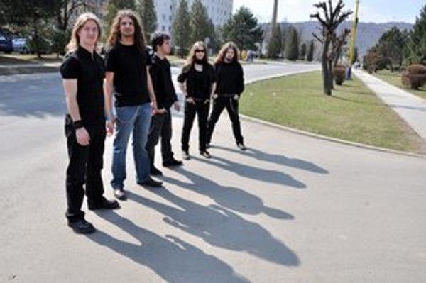 Kapela Renaissense. Členovia kapely Norbert Bajzat, Ľubomír Sentpetery, Ladislav Majerník, Petra Bangóová, Marko Hundža.
