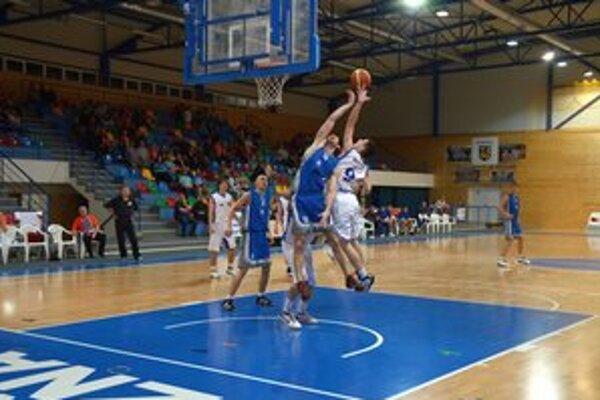 Basketbalisti ŠPD Rožňava sa cez víkend lúčia s domácou palubovkou.