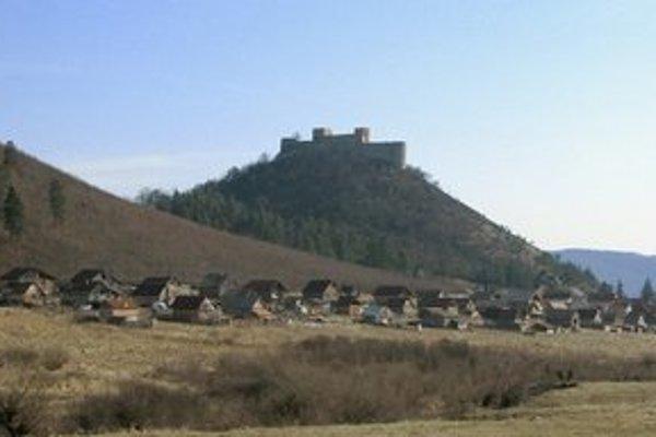 Osada pod hradom Krásna Hôrka.