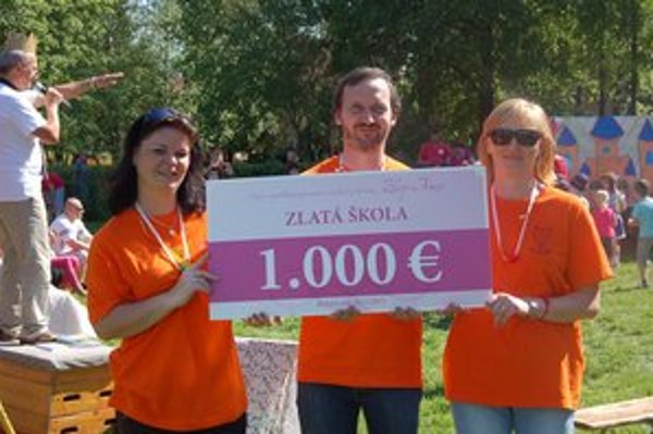 Zlatá škola. Získali šek na 1 000 eur.