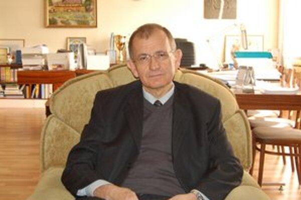 Primátor Vladislav Laciak. Presný termín svojho odchodu ešte upresní. Má to byť v mesiaci jún.