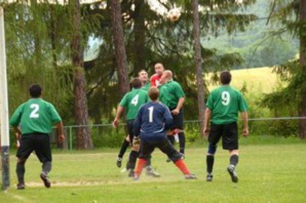 Hráči Brzotína po víťazstve v Betliari pridali tri body aj z domáceho zápasu s Vyšnou Slanou.