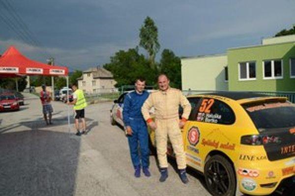 Víťazi. V rámci Slovenského rely pohára zvíťazila v Lubeníku posádka P. Haluška (vpravo) a Bartko.