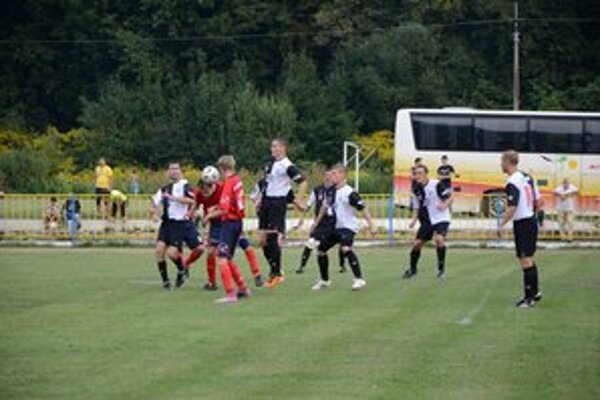 Gólová hlavička. O jediný gól Rožňavy sa postaral po rohu B. Kuzmu hlavičkou J. Korfanta.