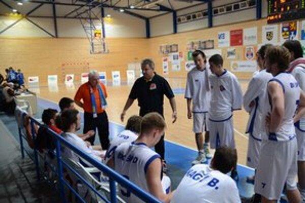 Bojovný duch. Nová sezóna nebude jednoduchá, no trénera Petra Ádáma teší, že sa do mužstva vrátil bojovný duch.