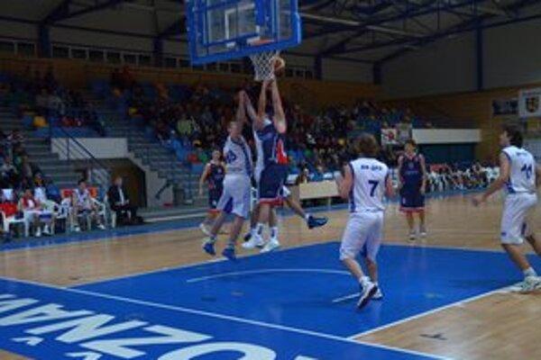 V ostatnom vzájomnom zápase vyhrali Košice v Rožňave 67:60.