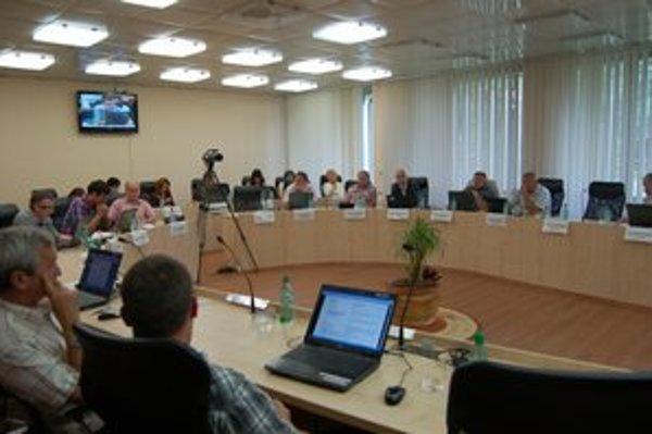 Rožňavskí poslanci rokovali pred voľbami bez kamier