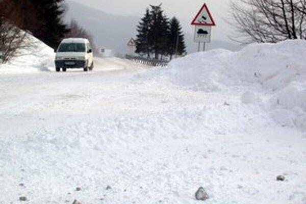 Dôležitá je ohladuplnosť vodičov a prispôsobenie jazdy zimným podmienkam.