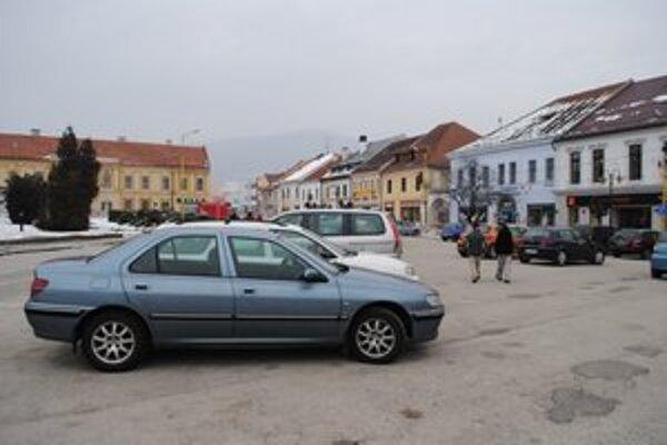 Po novom je parkovanie v Rožňave drahšie.