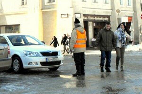 Parkovanie. Poslanci zatiaľ nie sú jednotní, čo sa týka ročnej parkovacej známky.