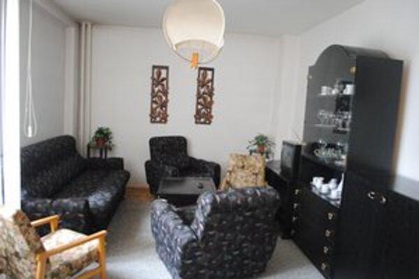 Obývacia miestnosť. Je zariadená pohodlne ale jednoducho.