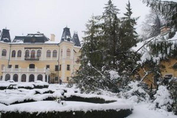 Park v Betliari prikryla ďalšia snehová nádielka.