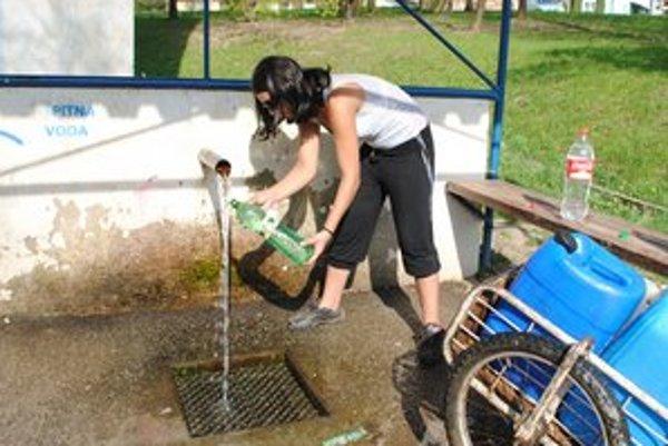 Prameň na ulici S. Czabána. Piť z neho vodu je rizikom.