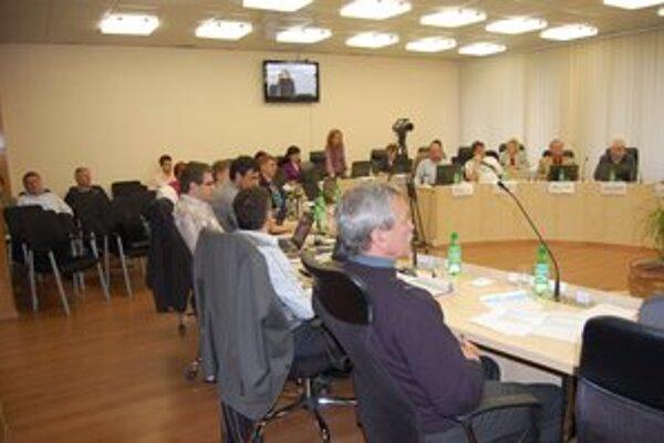 Rokovania mestského zastupiteľstva. Priame výstupy z nich sú dielom MTVŠ.