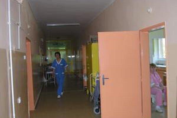 Personál. Málo lekárov, ale aj zdravotných sestier - situácia typická pre celé Slovensko.