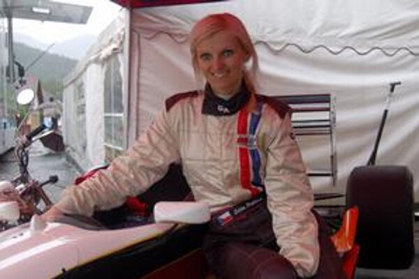 Edita Prášková preteká vo formule ako jediná žena.
