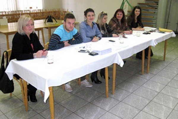 Do miestnej volebnej komisie v Porube zasadli mladí ľudia.