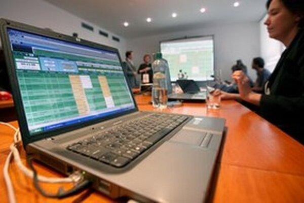 Elektronické aukcie by sa podľa Transparency nemali obmedzovať.