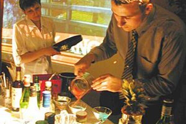 V baroch a reštauráciách. Brigáda je v nich namáhavá a niektorí ju skončia po pár dňoch.