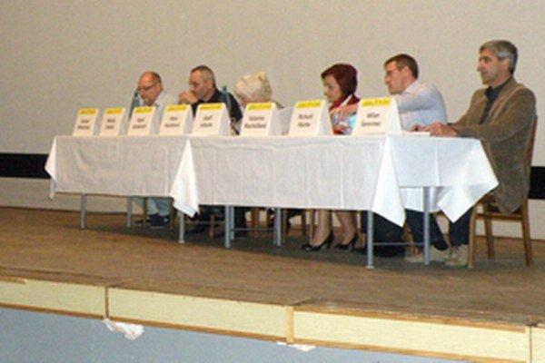 Kandidáti na primátora Prievidzi odpovedali počas diskusie aj na otázky ľudí.
