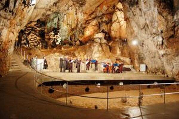 V jaskyni. V koncertnej sieni maďarskej jaskyni Baradla budú v rámci festivalu koncerty.