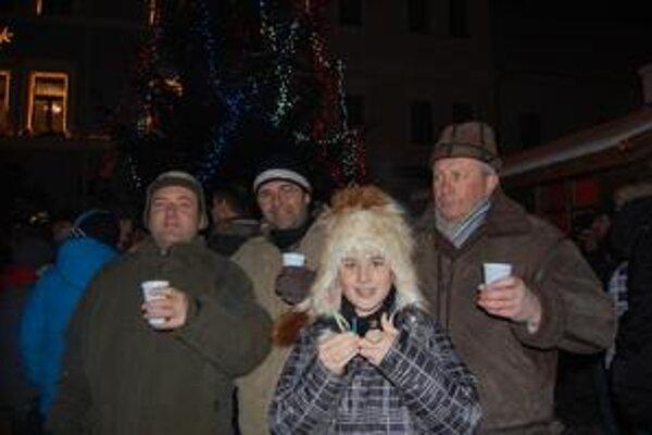 Oslavy na námestí. Príchod Nového roka tu slávili stovky ľudí.