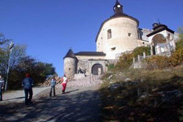 Krásna Hôrka. V sobotu slávnostne sprístupnili dvojposchodový Gotický palác.