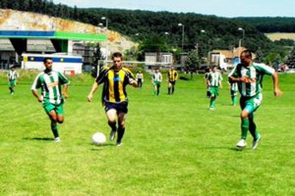 Vedúci strelec súťaže kanonierov J. Urban strelil v Čoltove dva dôležité góly.