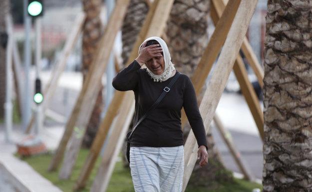 Matka hľadá s plačom svojho syna na Anglickej promenáde, kde došlo k útoku.