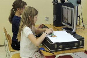 Deti sa vo Vyhniach stávajú malými filmármi.