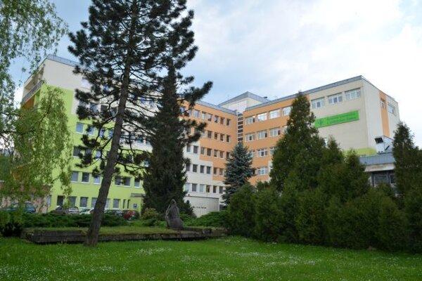 Žilinská župa má ako jeden z posledných krajov na Slovensku v pôsobnosti štyri nemocnice a jednu polikliniku. Patrí medzi ne aj Kysucká nemocnica v Čadci.