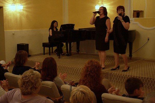 Koncert v Astórii. Slávka Gerberyová (klavír), Monika Biačková (spev), Gabriela Kozmová (spev), Elena Kuncová (umelecké slovo).