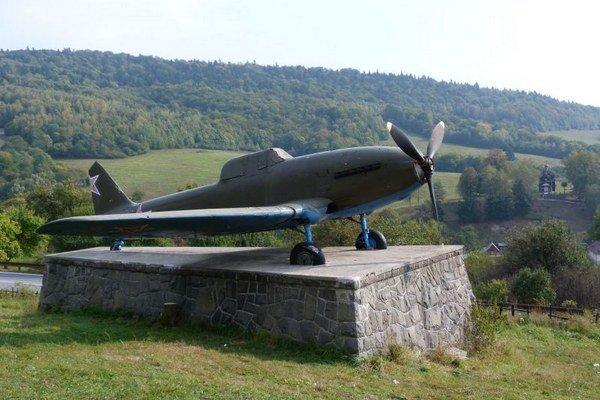 Dukla je plná spomienok na boje o oslobodenie. Lietadlo Avia-B33 je letecký unikát v Nižnom Komárniku, ktorý navštevujú stovky turistov.
