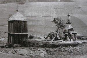 Zničený chrám. Po 1. svetovej vojne v roku 1915 z neho ostalo torzo.