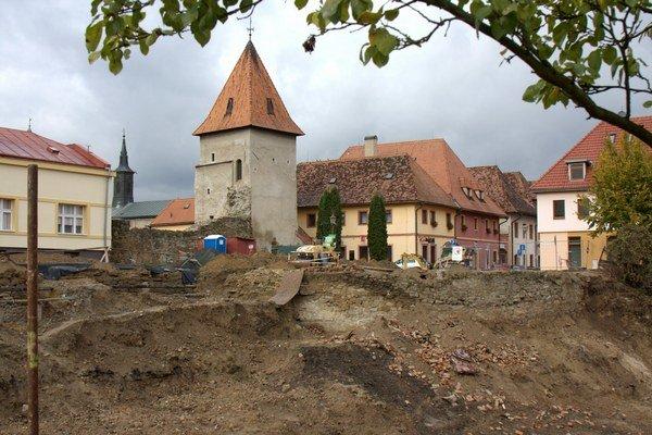 Práce na Hornom hrade.