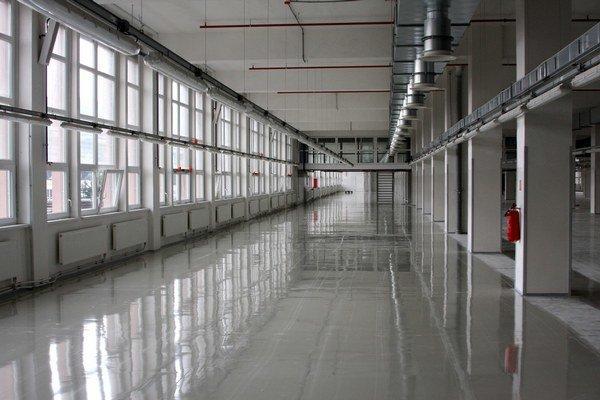 Hnedý priemyselný park. Naplnia sa prázdne haly absolventmi sdobrým platom?