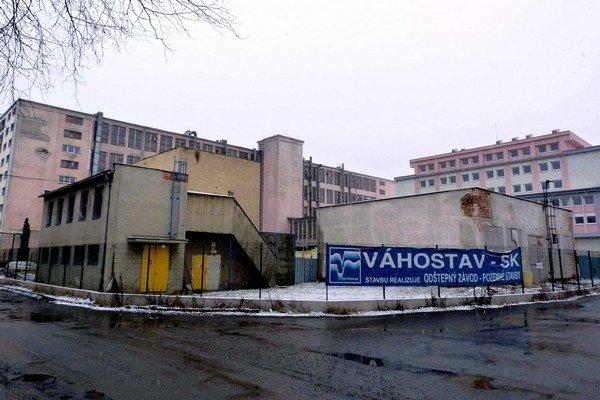Areál bývalého štátneho podniku JAS Bardejov. V hnedom parku malo nájsť prácu 240 ľudí.