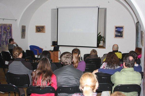 Premietanie v Poľsko-slovenskom dome. Na Tierra Snow Film fest prišlo počas dvoch dní viac ako 70 ľudí.