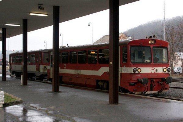 Osobný vlak z Bardejova do Prešova. Podľa rušňovodiča ľahko v Bratislave vymyslieť, ťažšie na východe zrealizovať.